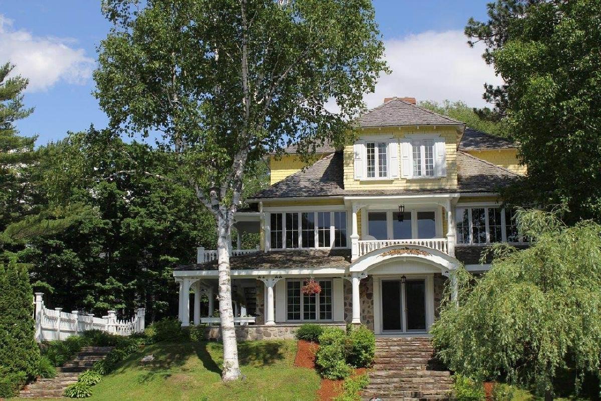 Prestigious  historical residence waterfront