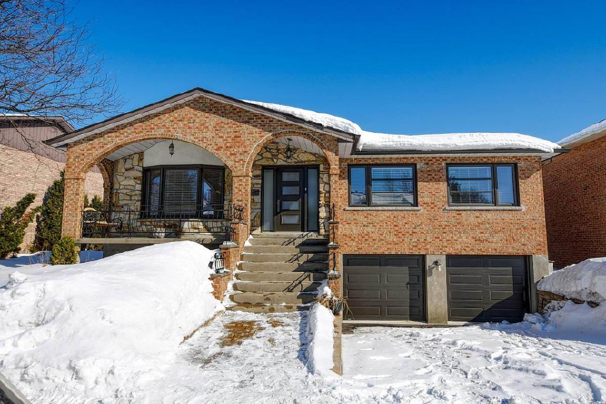 Superb bungalow of unique elegance in Chomedey Laval