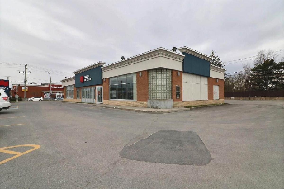 sqft commercial building for sublease Auteuil Laval
