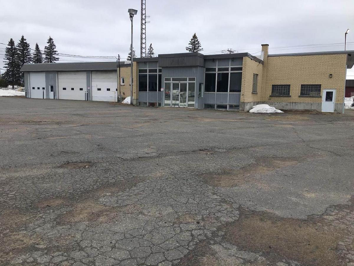 Emplacement AAA Bâtisse, garages entrepôt et bureaux