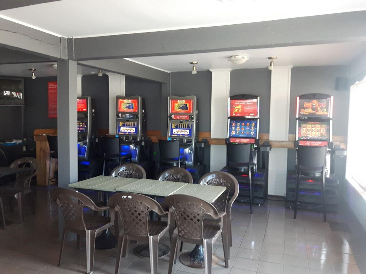 Building with bar and 5 video poker machines (owned by