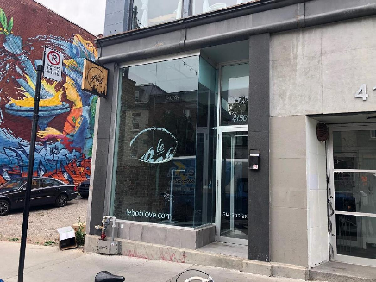 sqft space corner Rachel and St-Laurent for rent