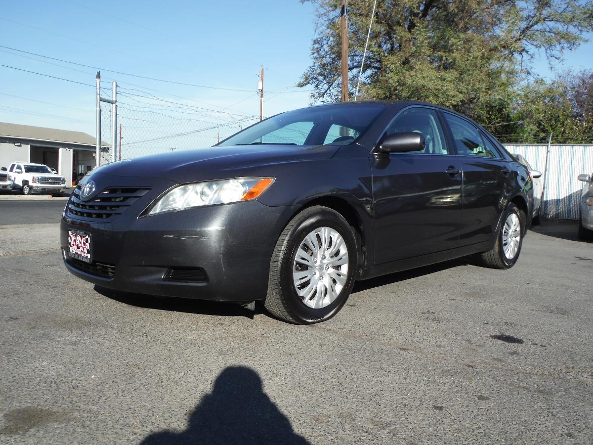 TOYOTA CAMRY LE / LOW MILES!!